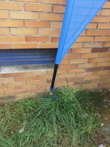Pormenor base espeto garden com estrutura de bandeira