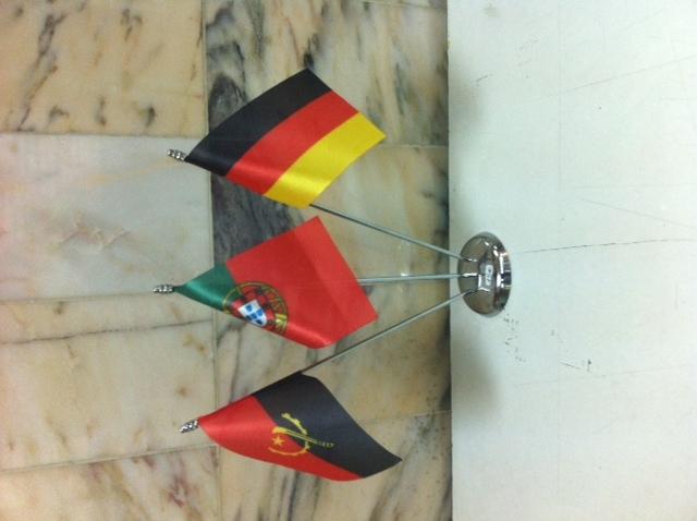 4 Bandeiras secretária 15x10cm em cetim. Base com tres hastes em metal cromado