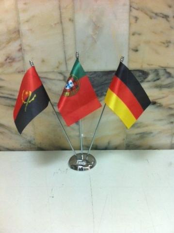 Bandeiras secretária 15x10cm em cetim. Base com tres hastes em metal cromado